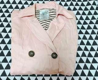 🚚 韓版裸粉排釦風衣外套