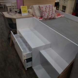 tempat tidur plus meja blajar
