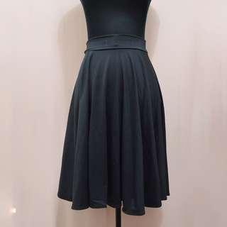 Black spandex midi-skirt