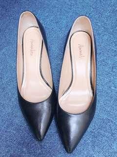 🚚 黑色低跟鞋