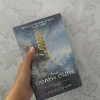 novel the death cure (the maze runner ke-3)
