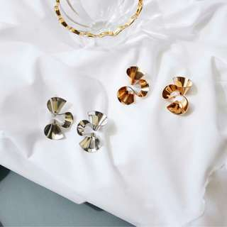 Looking for : gold swirl / shaped / curved earrings