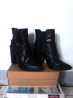 ZARA TRAFALUC Black Booties with Block Heels, used