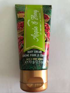 🚚 Bath and body works -  apple and honey body cream, 70g