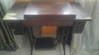 Antique Sewing Machine (Singer)