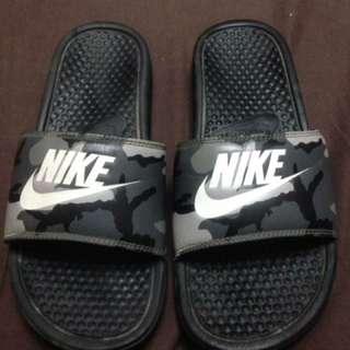 Nike benassi camou slightly used