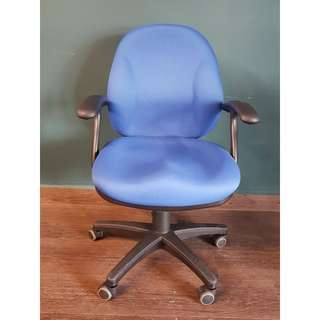 4 x blue mint condition 772 mid back arm chair