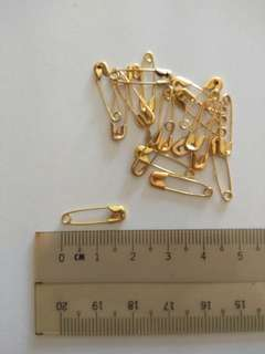 Safety pin for craft in gold colour