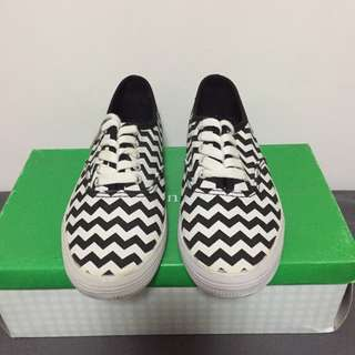Authentic Payless sneaker- size 5.5