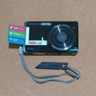 Samsung 12 megapixels ST500 Camera & ultra slim 4GB MP3 Player Bundle