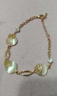 Rose gold design bracelet.New
