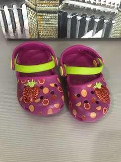 Crocs Karin Clog (size4)