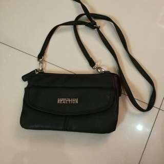 Kenneth Cole Reaction sling bag
