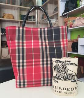 AUTHENTIC BURBERRY LONDON TOTE BAG MADE IN CHINA TINGGI 33CM X LEBAR 25CM GOOD CONDITION RM290 C.O.D USNASAPRELOVED http://www.wasap.my/60104550163