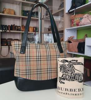 AUTHENTIC BURBERRY HANDBAG MADE IN JAPAN TINGGI 23CM X LEBAR 25CM GOOD CONDITION RM290 C.O.D USNASAPRELOVED http://www.wasap.my/60104550163