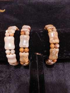 珊瑚玉骨形珠仔手鍊8粒骨16粒5.4mm珠仔1條200元