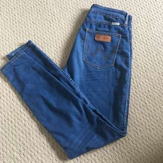 Wrangler Hi Pin high-waisted jeans Size 9