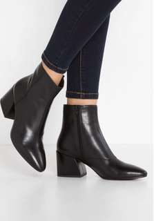 Vagabond Olivia Boots - Size 8