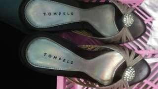 Sandal tompelo