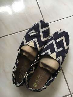 TOMS blue and white stripes (J&M collection)