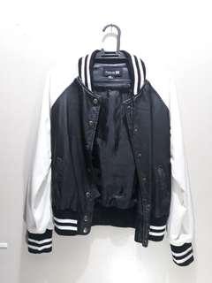 Forever 21 Women's Varsity Jacket Black