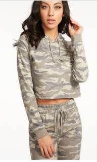 Cropped Camo hoodie BNWT