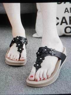 🚚 Brand New! Black Wedge slipper