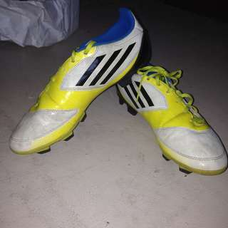 FOOTBALL / SOCCER / SPIKES SHOES