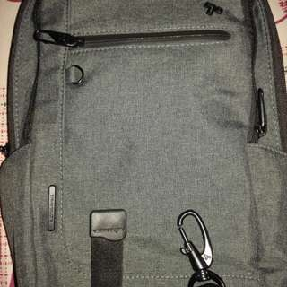 Travelon Anti Theft Sling Urban Bag almost bnew