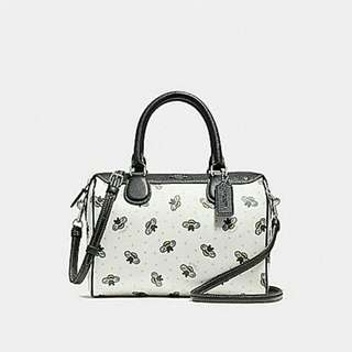 MINI BENNETT SATCHEL WITH BEE PRINT COACH F26167