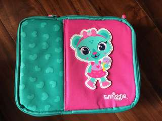 Auth Smiggle  Lunchbox Tiger & Hearts colors Green & Pink