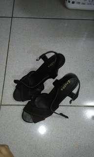 🚚 Zalora heels