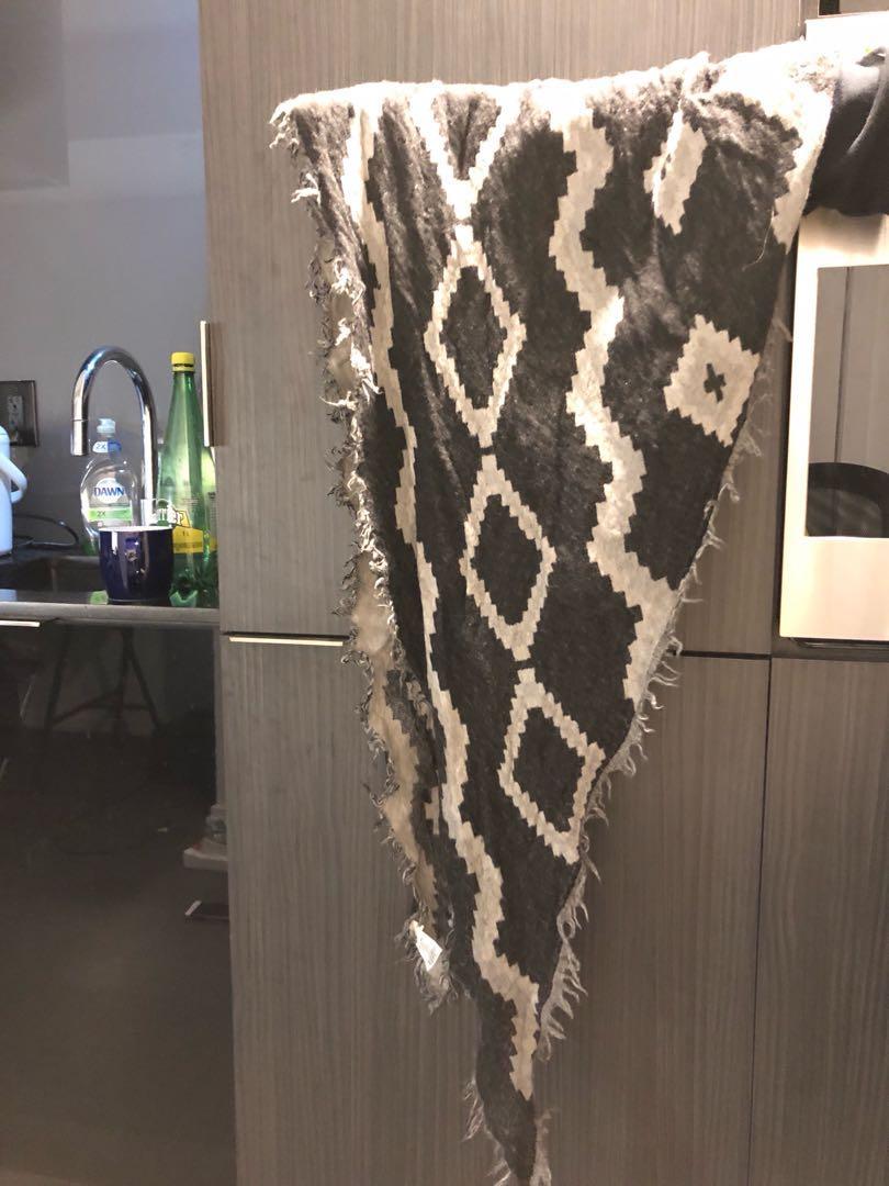Aritzia Triangle scarf