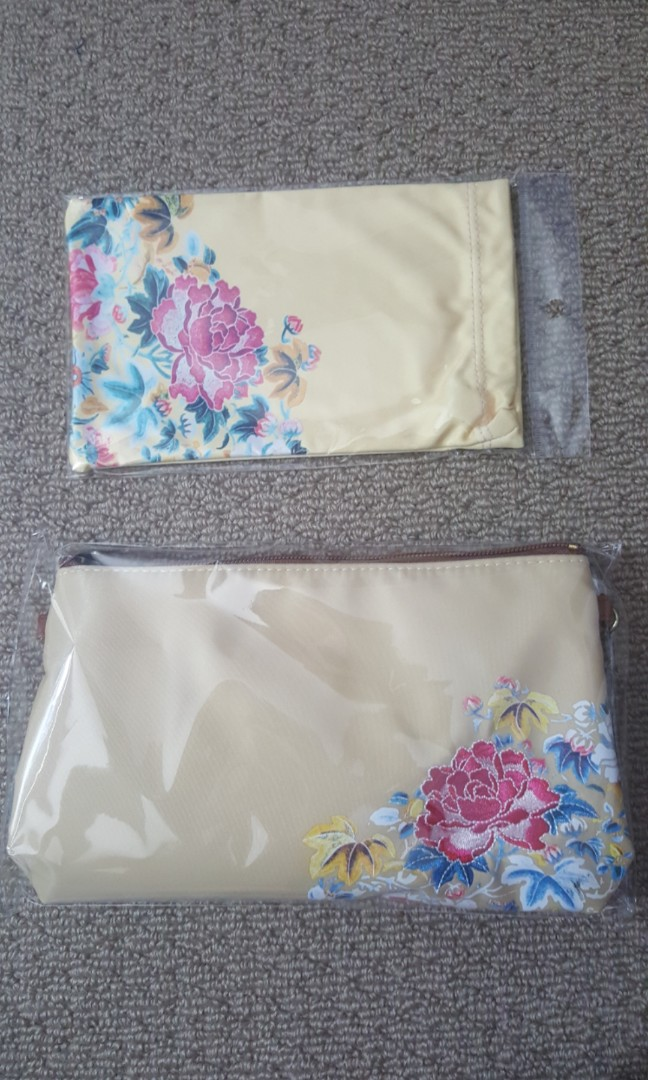 Chinese floral pattern pouches