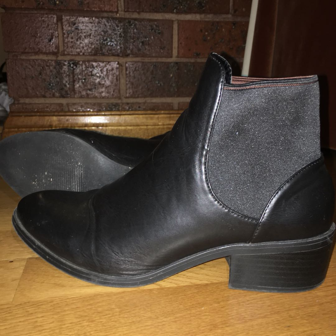 Dotti Black Chelsea pointed toe ankle boots