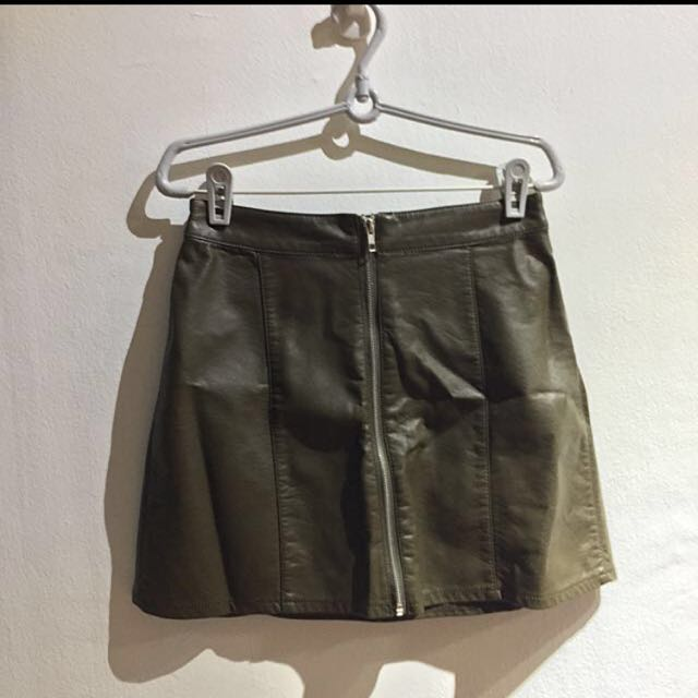 ✨F21 Faux Leather Zip-Up Miniskirt