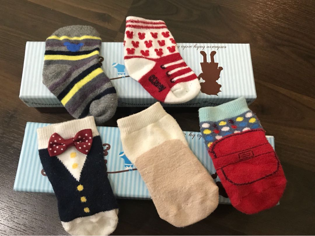 Preloved baby socks for 0-1 years old ( total 5 pairs )