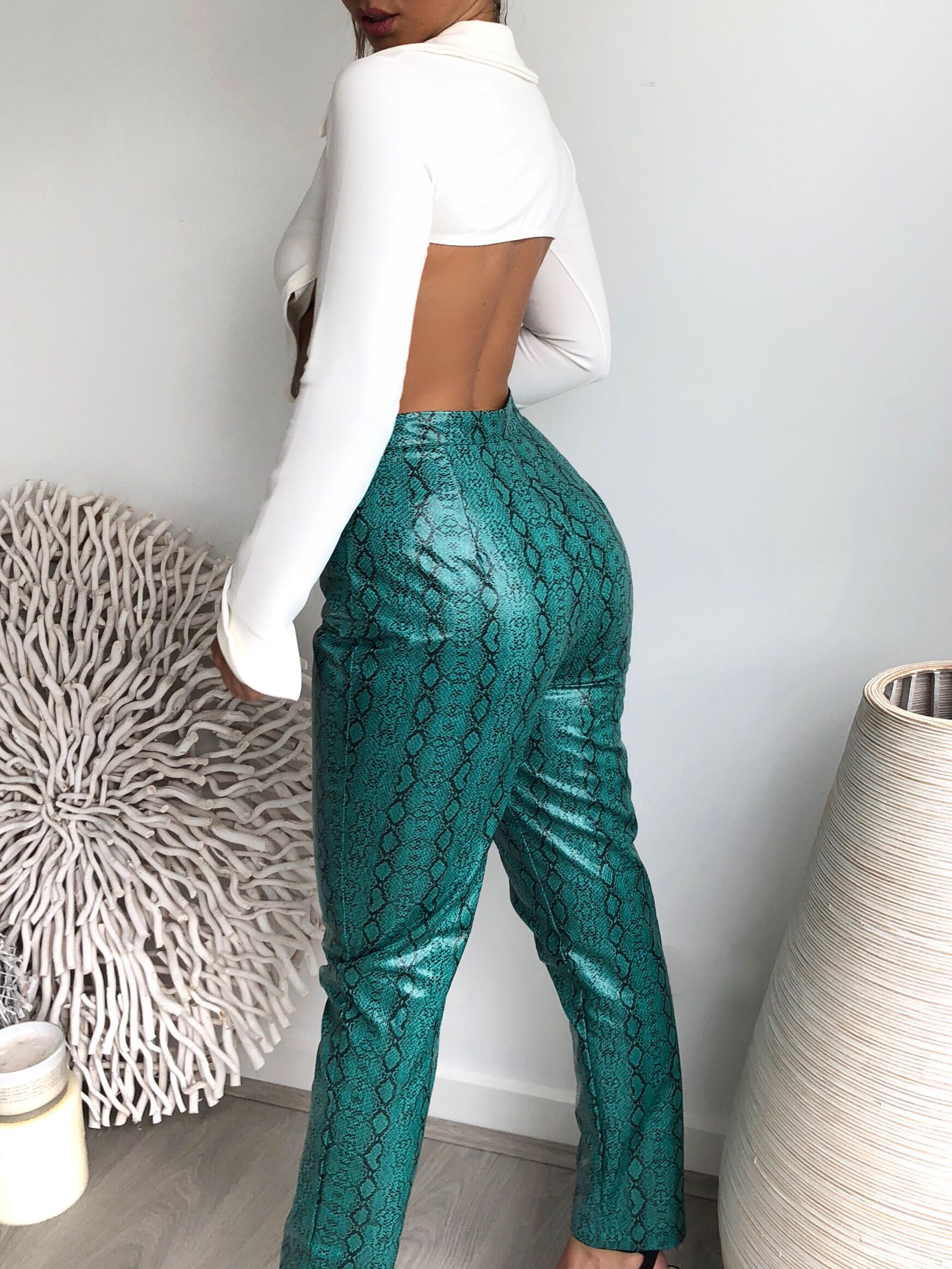 PRETTY LITTLE THING JADE GREEN FAUX LEATHER SNAKE PRINT SLIM LEG TROUSERS - SIZE 10