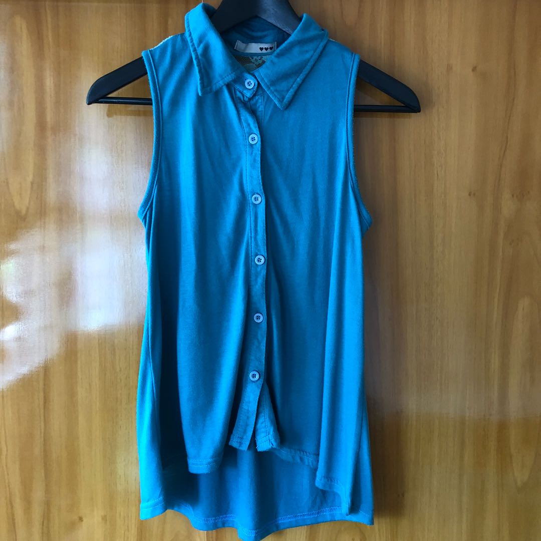 Sleeveless collared blouse