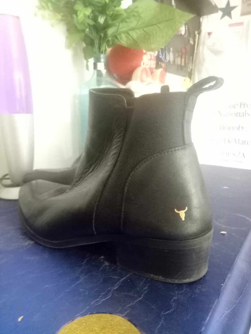4d82401d8a9 Windsor Smith Ravee Black Leather, Women's Fashion, Shoes on Carousell