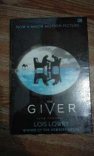 """BUKU NOVEL """"THE GIVER"""""""