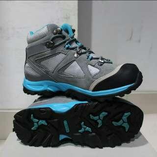 Sepatu gunung REI SMITHSONIA women series