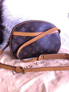 Excellent Like New Authentic Louis Vuitton Blois Shoulder/ Crossbody Bag