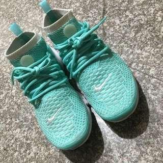 Nike。魚骨鞋