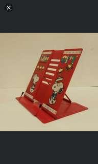 那些年Snoopy ,可摺式閱讀金屬書架 (歲月收藏品)