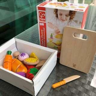 (木玩具控)Hape Play Chef's Wooden Play Food Cutting Vegetable 有盒 再送多條紅蘿蔔😆