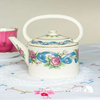 Enchanting vintage Wedgwood kettle-shaped teapot, blue ribbons and pink roses