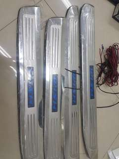 Toyota wish 2006 light heel plate