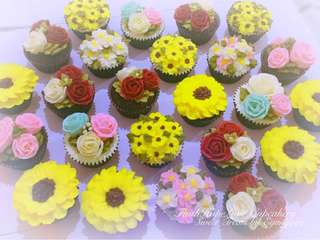 Customized Flower Cupcakes