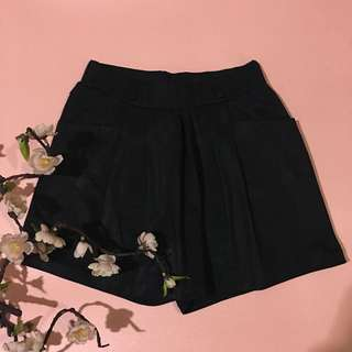 Black skirtpants